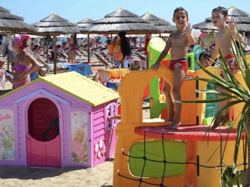Hotel-Mara-Hotel-economici-a-Rimini-sul-mare-servizio-spiaggia-02