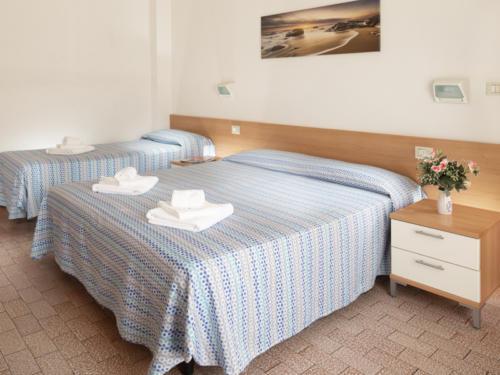 Hotel Mara - Hotel economici a Rimini sul mare - camera tripla - 03